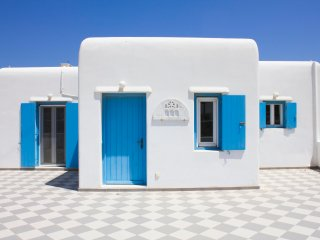 Blue Cactus Villas: Modern, fully-equipped, ocean-view, 5 min from Mykonos Town