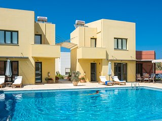4 Villas Complex, Close to Beach, Pool, Seaview, Maleme