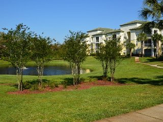 11-104 Lake View, ground floor, screened patio, fully equipped kitchen, POOL