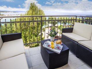 One Bedroom Apartment with Balcony and Seaview - No.3