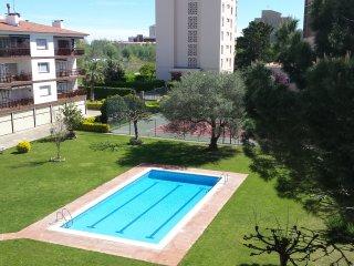 Bonito apartamento 2 hab + buhardilla. Piscina y Tenis 4pers (+2)