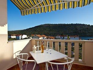 Spacious studio with big terrace sea view - 2