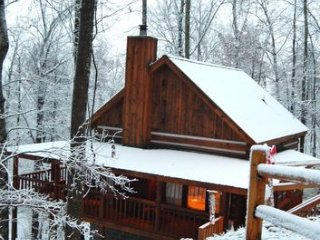 MOUNTAIN HIDEAWAY - AUTHENTIC LOG CABIN MINUTES TO PARKWAY AND ATTRACTIONS!!!