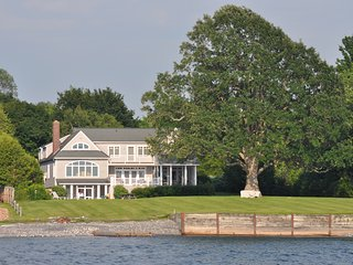Luxury home on Lake Champlain, with pool, hot tub, mooring, kayaks, and more, Charlotte