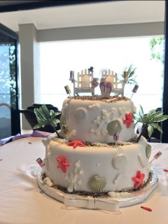 Well designed wedding cake