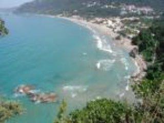 Agios Gordios playa principal camino 100 metros