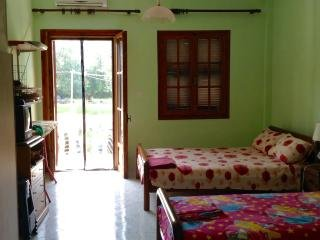 Quiet seaside studio  for 2 to 4 persons 140 meters from the beach
