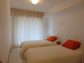 Apartment for 5 with seaviews. Close to the beach with wifi and air con., Calella