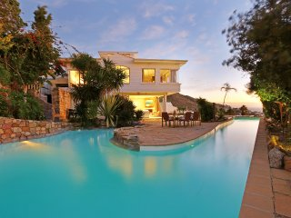 Luxury Beach Villa - Sea Views & Pool