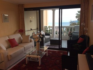 Lovely Sea View 1-2 bedroom Apartment with Large Balcony in Croix Des Gardes, Cannes