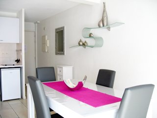 Bright apartment Cannes city center