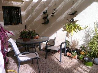 Casa Mediterranea en dos plantas. Terrazas, jardines y piscinas comunitarias., San José