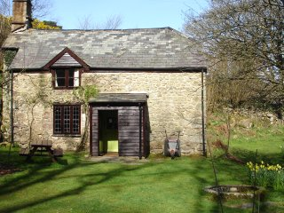 16th Century Grade II Listed Cottage in Heart of Dartmoor National Park, Manaton