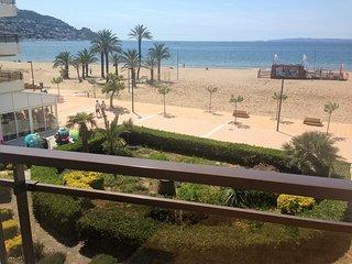 Fantástico apartamento frente a la playa (A09)