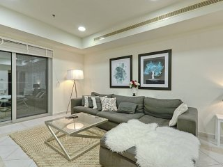 Luxury Spacious 2BR at Marina! Near Beach & Tram!, Dubaï