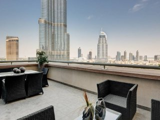Real View of Burj Khalifa! Luxury 2BR Apartment
