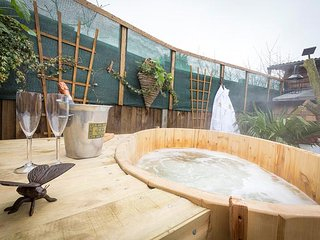 A Secret Garden - A Magical Hideaway with Hot Tub, Log burner, Fire pit, Blean