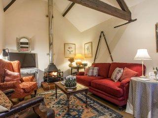 Bull Pen, Tritchayne Farm Cottages, Sleeps 4, East Devon. Parking, garden, pets