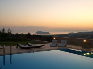 Luxury villa annaniko, amazing views, heated pools, private, spacius