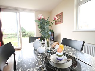 ONE BED APARTMENT  5 MINUTES TO FISTRAL BEACH, parking and WIFI