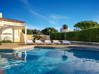 Big Villa with pool, 5min to the beach