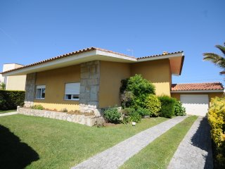 4 bedroom Villa with Pool, WiFi and Walk to Beach & Shops - 5718924