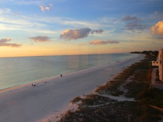 Direct Beachfront 2 BR Condo on Florida'S Beautiful Gulf Coast!, Holmes Beach