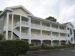 Centrally located 2 bedroom Golf Course condo, close to Beach and Attractions