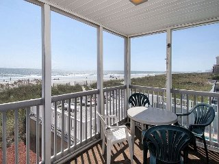 3 Bedroom-Oceanfront Condo-Outdoor Swimming Pool, WIFI-Close to Restaurants!