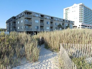 2 bedroom oceanfront condo, pet friendly, outdoor swimming pool, WIFI!!