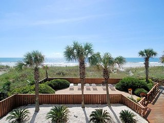 3 bedroom direct oceanfront condo, WIFI, swimming pool, motorcycle friendly, North Myrtle Beach