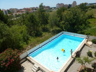 Bonito apartamento de vacaciones con piscina y parking en Roses, Costa Brava