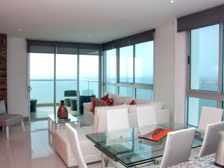 Stunning 3 Bedroom Luxury Apt on the Beach, Cartagena