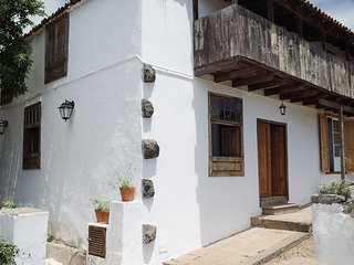 El Sitio, dormitorios con baño compartido en casona antigua., El Sauzal