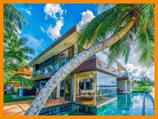 1212 - Beachfront with private pool and sunset views