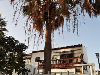 Sunny & Lovely 3 Bedrooms duplex with caracter, Costa del Silencio