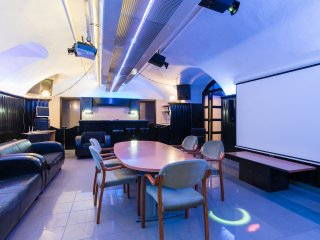 The Bachelor Bar - Deluxe: Private Club for Stag Weekends, Budapest