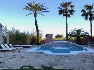 Villa con WIFI GRATIS, piscina,3000mt JARDIN, AC,barbacoa a 8KM. dePLAYAS Y GOLF