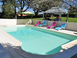 VILLA WITH PRIVATE HEATED POOL IN VENDEE