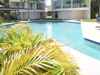 Modern 3 Bedroom - Hotel Zone  - Pool -  6 people, Cancún