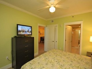 OPEN 4/22-29 $1640 TOTAL!!2ND FLR UNIT!!FREE BEACH SERVICE!!