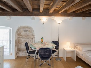 Old Town Apartment-Studio Roberta, Hvar
