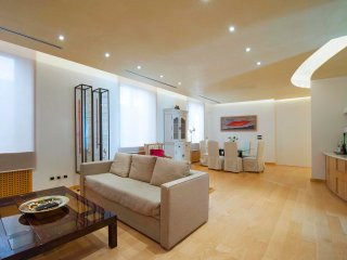 Luxurious 180m2 two-bedroom in the heart of the Fashion District
