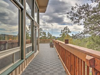 Spacious Ruidoso Mountain Home w/Views - Sleeps 14