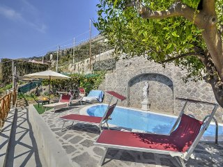 Praiano Holiday Home Sleeps 4 with Pool Air Con and WiFi - 5229109