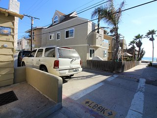 Charming 2 Story Family Home Ocean View Steps To Ocean -2br 2ba
