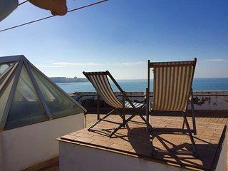 Atico Puerto Chico; con vistas frontales al mar