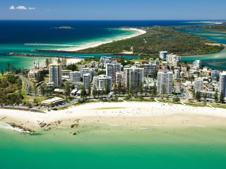 Maili 6 Luxury sky home apartment in Rainbow Bay Coolangatta