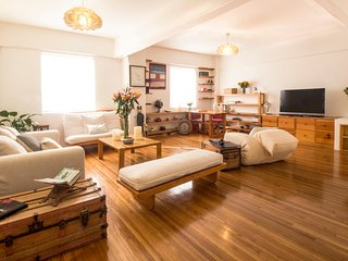 Lovely and big apartment, excellent views, historic center