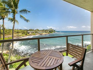 Kuhio Shores 303 Gorgeous Ocean front 1bd with Sunrise Views with A/C
